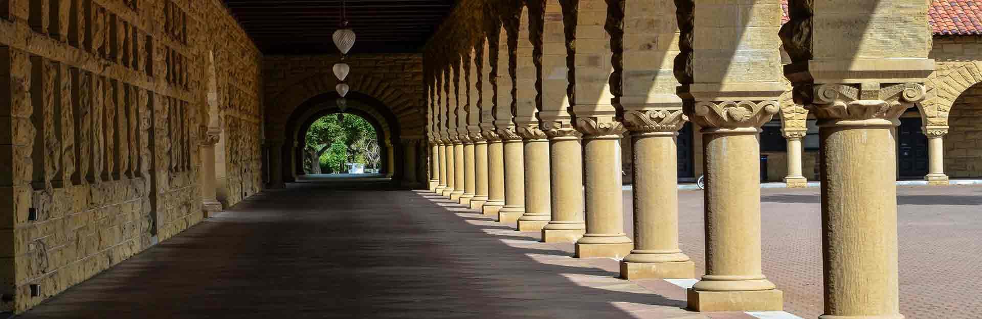 Palo Alto, California (USA) – June 12, 2013: Pillared Corridor i